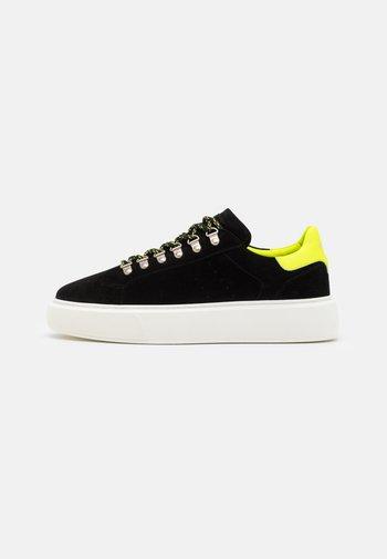 ACCESS SHOES - Zapatillas - black/yellow