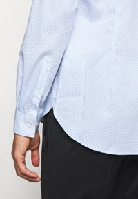 Michael Kors - PRINTED EASY CARE SLIM FIT - Formal shirt - light blue - 7