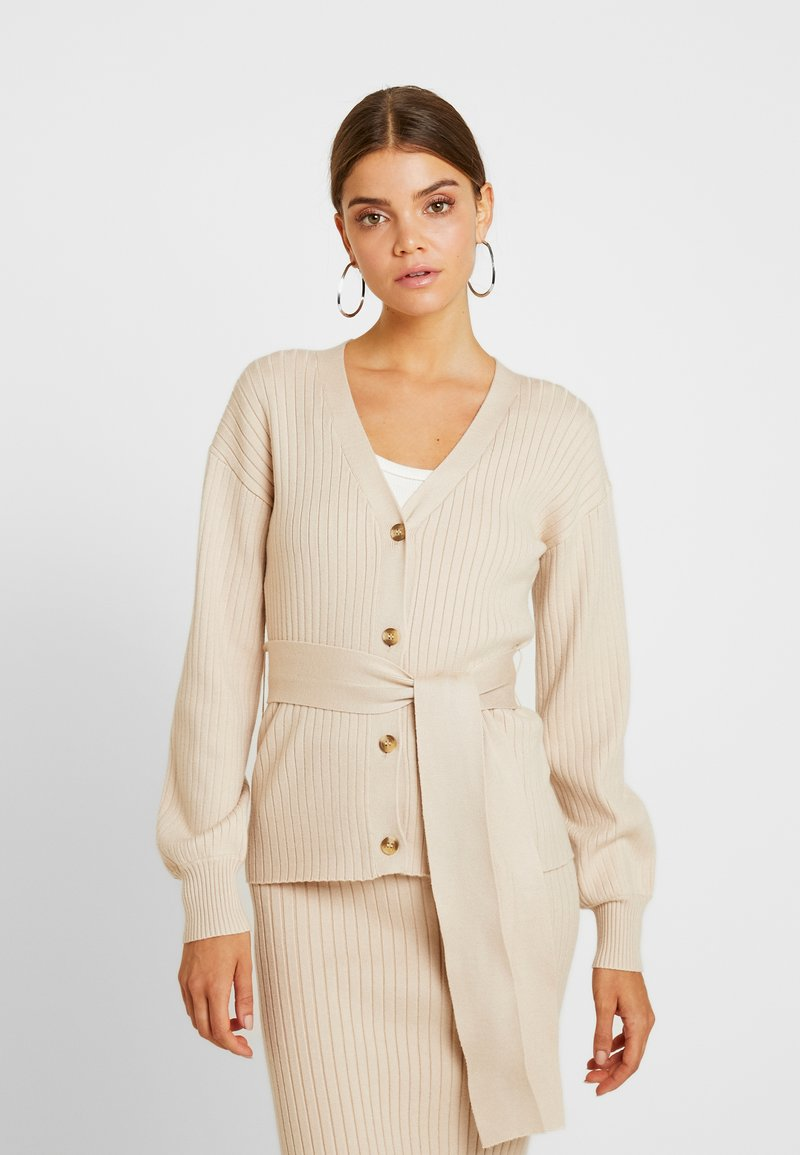 Glamorous - SLOUCHY CARDIGAN WITH BELT - Cardigan - stone