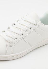 Cotton On - TIBI UNISEX - Trainers - white - 5