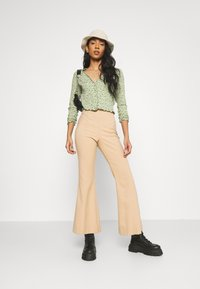 Monki - SANCY - Strikjakke /Cardigans - light green - 1