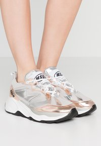 MSGM - SCARPA DONNA WOMANS SHOES - Tenisky - silver - 0
