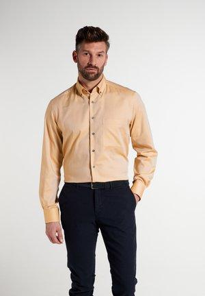 COMFORT FIT - Overhemd - gelb