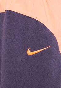 Nike Sportswear - Pantalon de survêtement - dark raisin/crimson bliss/bright mango - 2