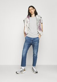 Edwin - UNIVERSE PANT CROPPED - Relaxed fit jeans - blue denim - 1