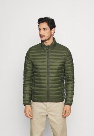 JACKET REGULAR FIT STAND UP COLLAR ZIP - Light jacket - burnt leaf