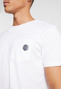 Jack & Jones PREMIUM - JPRCHASE TEE CREW NECK  - T-shirt - bas - white - 5