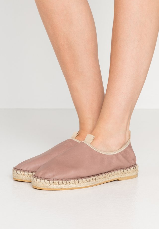 JOANNA STRETCH  - Espadryle - natural