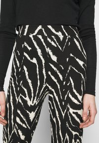 Monki - AIRY TROUSERS - Trousers - white/black - 4