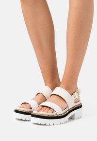 Liu Jo Jeans - SUMMER - Sandály na platformě - white/milk - 0