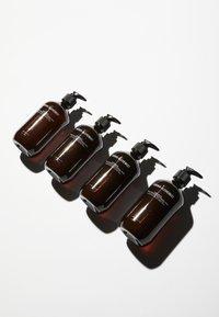 Grown Alchemist - HAND WASH SWEET ORANGE, CEDARWOOD & SAGE - Liquid soap - - - 1