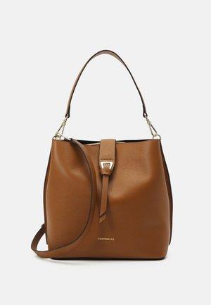 ALBA - Käsilaukku - caramel
