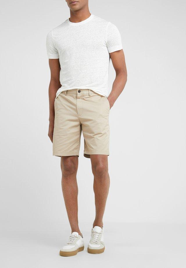 MADDOX - Shorts - khaki