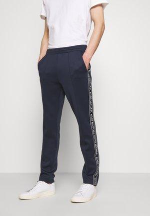 STREET LOGO PANTS - Teplákové kalhoty - dark blue