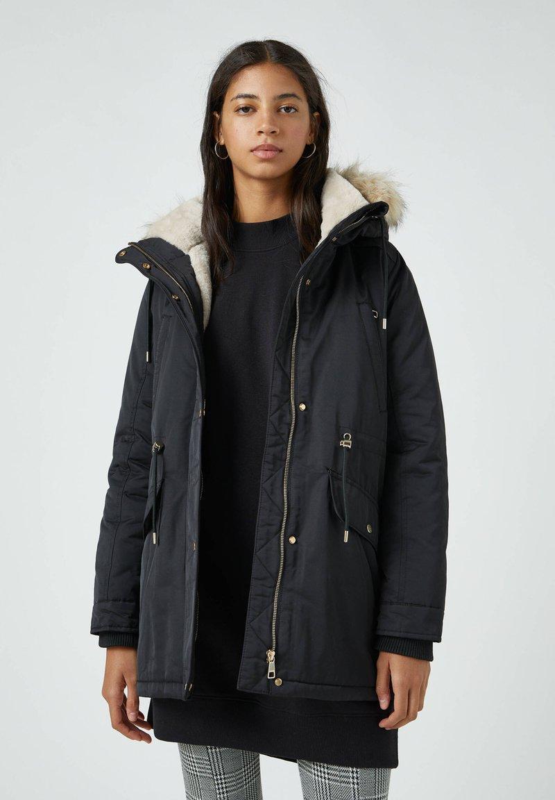 PULL&BEAR - Zimní kabát - black