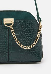 New Look - KIERAN LIZARD MINI KETTLE - Across body bag - dark green - 4