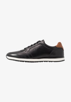 PREMIUM RUNNER - Casual lace-ups - black