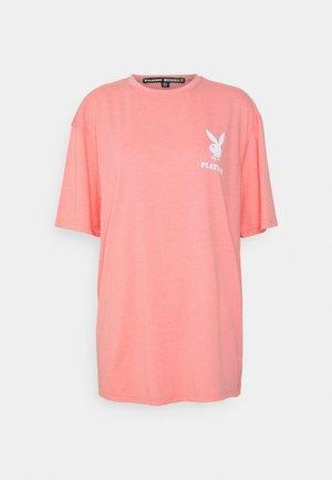PLAYBOY LOGO TEE - Print T-shirt - pink