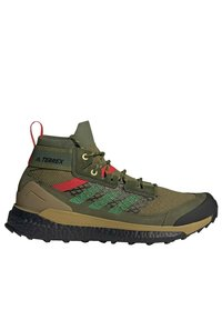 adidas Performance - FREE HIKER BOOST PRIMEKNIT HIKING SHOES - Hikingskor - green - 8