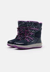 Geox - ROBY GIRL WPF - Zimní obuv - navy/cyclamen - 1