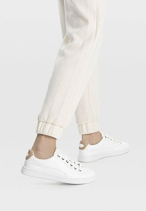 MIT FERSENDETAIL - Trainers - white