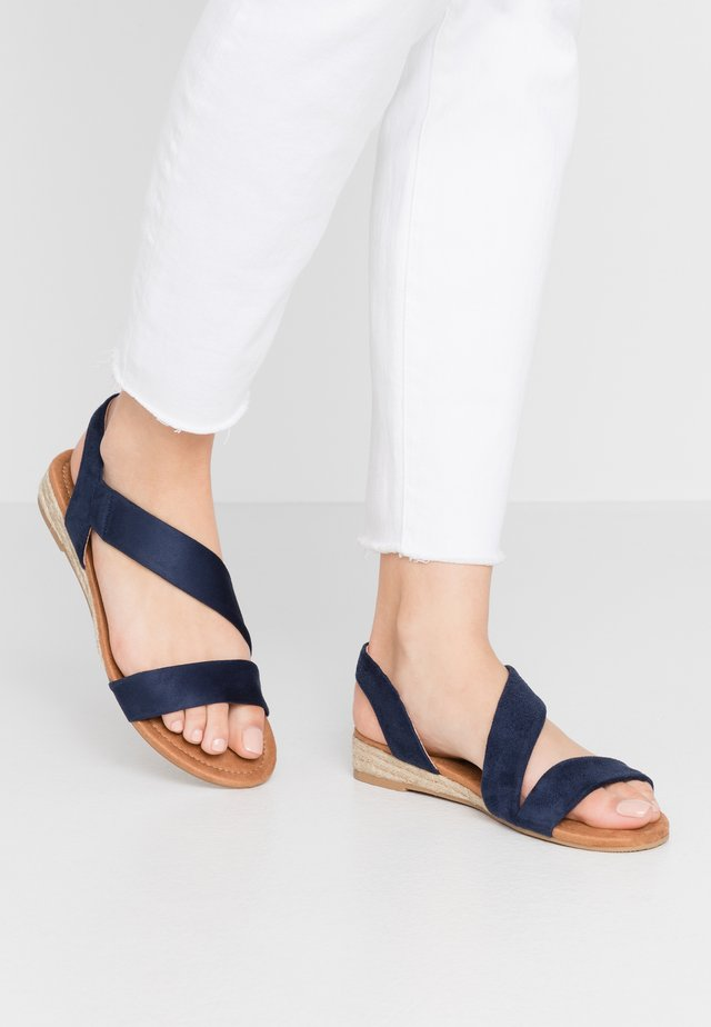 WIDE FIT REAMY ASYMETTRIC MINI WEDGE - Sandalias de cuña - navy