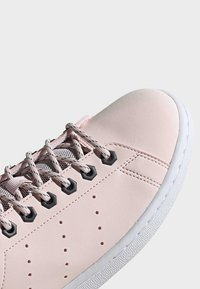 adidas Originals - STAN SMITH SHOES - Trainers - pink - 9