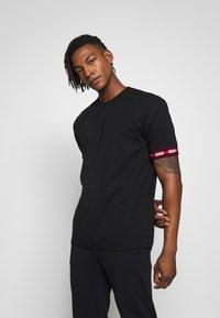 HUGO - DERRA - T-Shirt print - black - 0