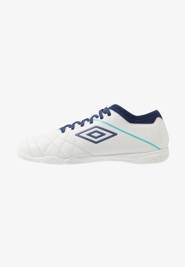 MEDUSÆ III CLUB IC - Indoor football boots - white/medieval blue/blue radiance
