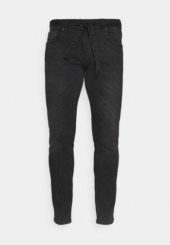 MOURA - Zúžené džíny - black