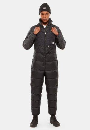 M NUPTSE BIB - Trousers - tnf black