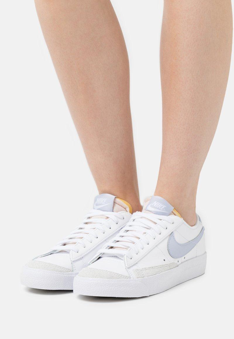 Nike Sportswear - BLAZER '77 - Baskets basses - white/ghost