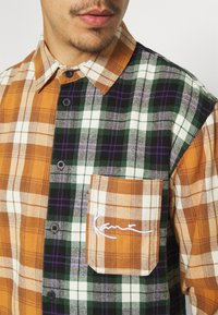 Karl Kani - SMALL SIGNATURE BLOCK UNISEX  - Shirt - black - 5