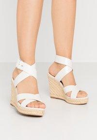 ONLY SHOES - ONLAMELIA WRAP  - Korolliset sandaalit - white - 0