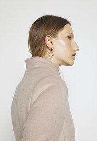 Bruuns Bazaar - JASMINA PERLE COAT - Klasický kabát - roasted grey khaki - 5