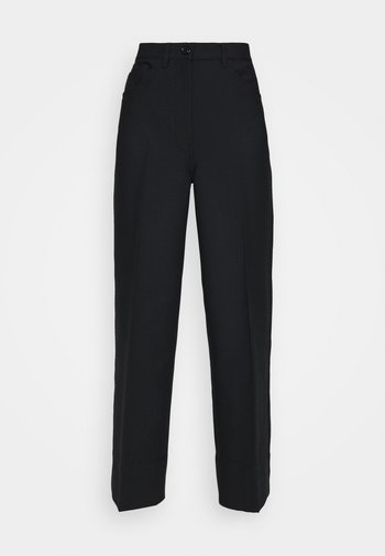 WIDE LEGGED TROUSER