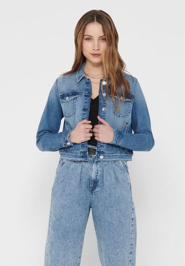 KURZ GESCHNITTENE - Veste en jean - medium blue denim