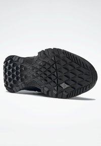 Reebok - ASTRORIDE 2.0 GORE-TEX - Hiking shoes - black - 4