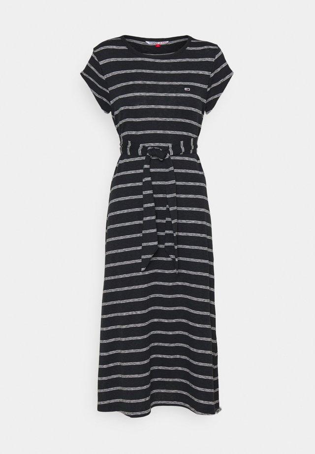 BELTED STRIPE DRESS - Jerseyjurk - black / multi