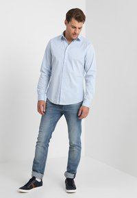 Esprit - SOLIST SLIM FIT - Camicia - light blue - 1
