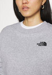 The North Face - OVERSIZED ESSENTIAL CREW - Sweatshirt - light grey heather - 4