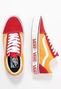 Vans - COMFYCUSH OLD SKOOL - Zapatillas - red/cadmium - 1