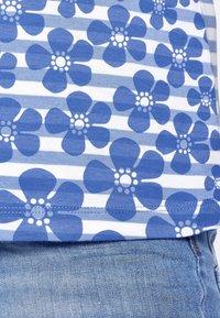 PETER HAHN - Print T-shirt - light blue - 3