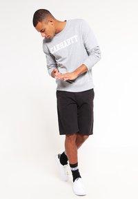 Carhartt WIP - JOHNSON MIDVALE - Shortsit - black - 1