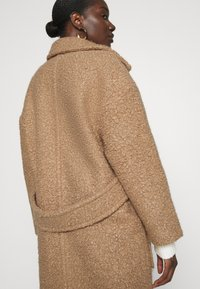 UGG - HATTIE LONG COAT - Klasický kabát - camel - 3
