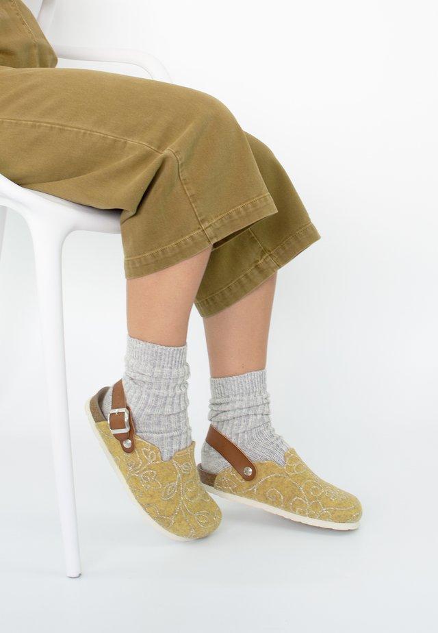 SHETLAND GLOW - Slippers - gelb
