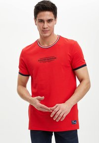 DeFacto - Print T-shirt - red - 0