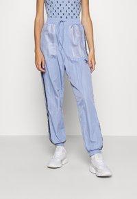 adidas Originals - SPORTS INSPIRED PANTS - Tracksuit bottoms - chalk blue - 0