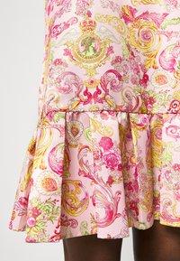Versace Jeans Couture - LADY DRESS - Denní šaty - pink confetti - 5