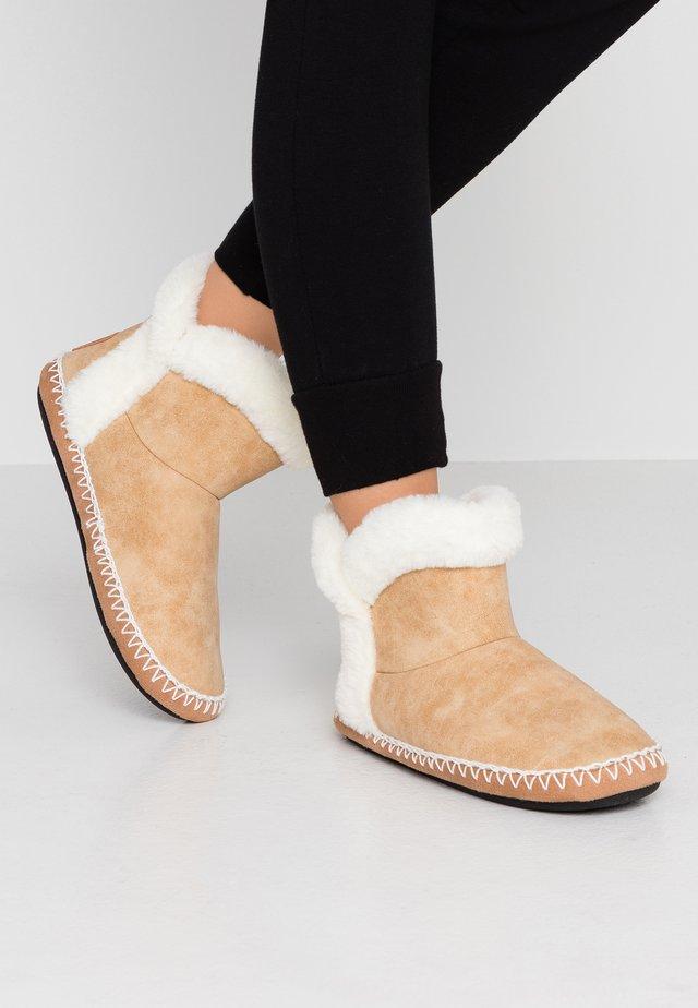 SLIPPER BOOT - Slippers - tan